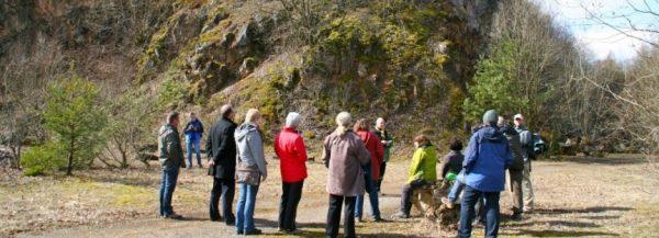 Gästeführer auf Exkursion am Weinbergriff bei Kerpen
